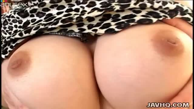 Chick Yui Sarina shows her cooch